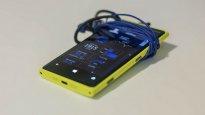 telefon Nokia z żółtą obudową
